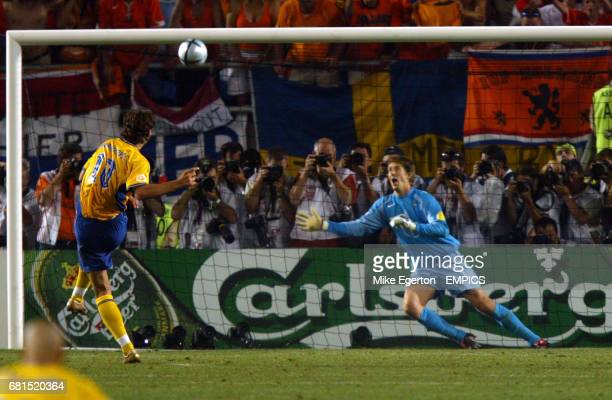 Sweden's Zlatan Ibrahimovic skies his penalty over the bar