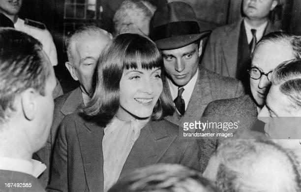 Swedish actress Greta Garbo at her arrival in New York 1938 Photograph Die schwedische Schauspielerin Greta Garbo bei ihrer Ankunft in New York 1938...