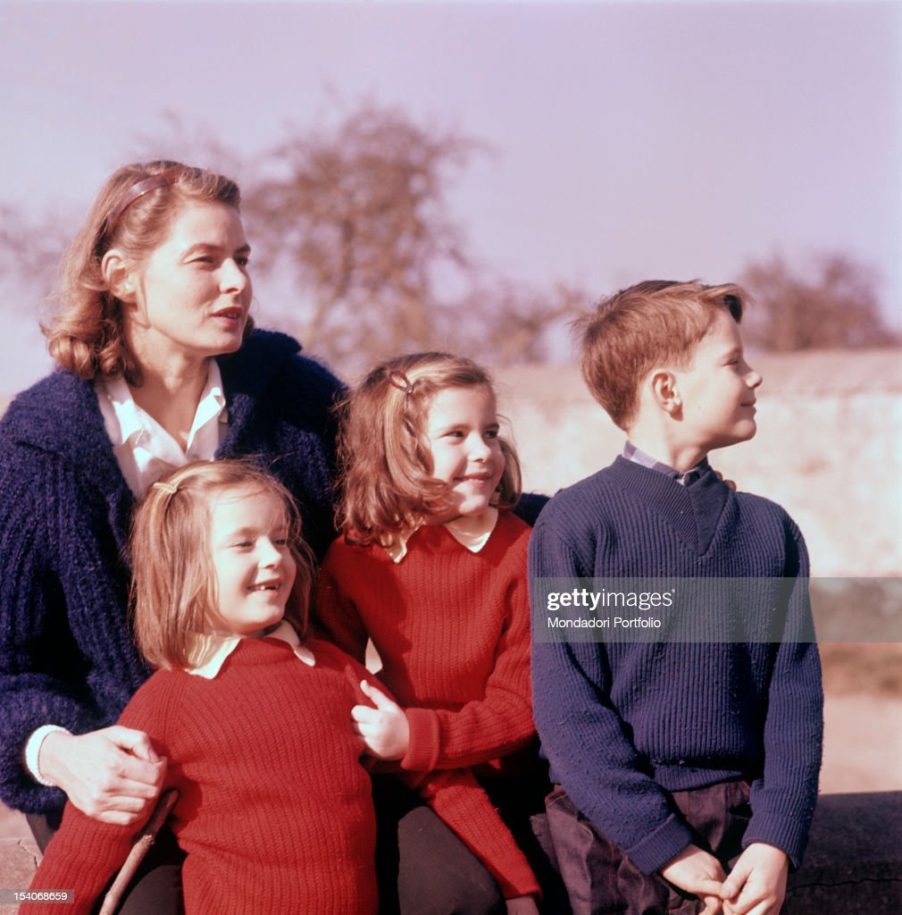 Swedish actress <a gi-track='captionPersonalityLinkClicked' href=/galleries/search?phrase=Ingrid+Bergman&family=editorial&specificpeople=70003 ng-click='$event.stopPropagation()'>Ingrid Bergman</a> hugging her children Isotta, Isabella and Robertino Rossellini. 1950s
