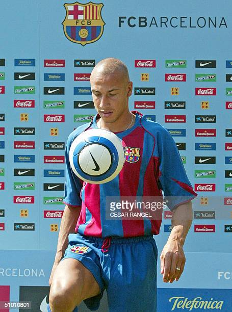 Swedish football player Henrik Larsson wears Barcelona club jersey during a training after an official presentation in Barcelona 30 June 2004...