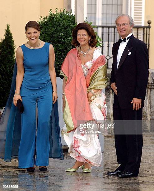 Swedish King Carl XVI Gustaf and Queen Silvia arrive together with Crown Princess Victoria to attend a gala dinner at El Pardo Royal Palace May 21...