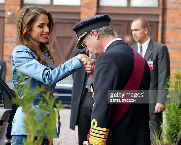 Swedish King Carl XVI Gustaf kisses the hand of Jordanian Queen Rania after the arrival in Stockholm 07 October 2003 of the Jordanian King and Queen...