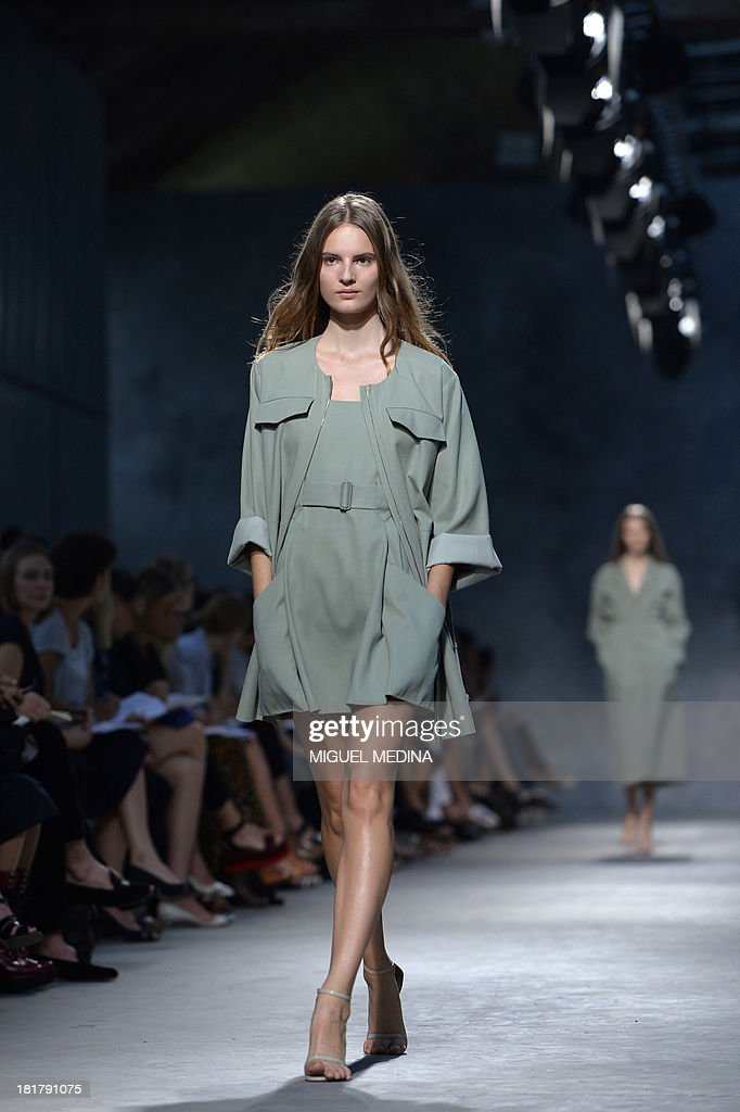 Swedish model Tilda Lindstam presents a creation by Felipe Oliveira Baptista during the 2014 Spring/Summer ready-to-wear collection fashion show, on September 25, 2013 in Paris.