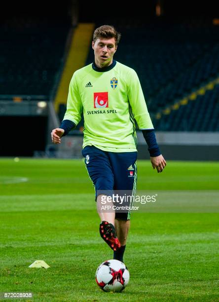 Swedish national football team's defender Victor Lindelof runs with the ball during a training session on November 9 2017 in Solna on the eve of the...