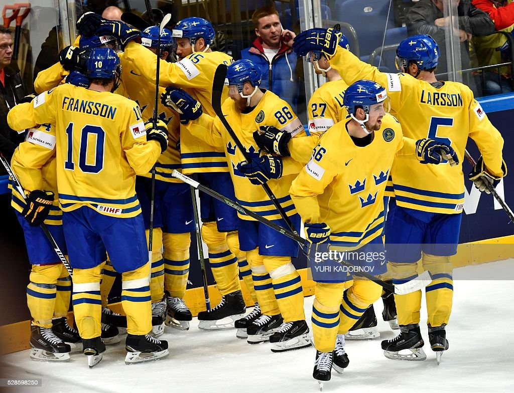 Swedish national team players celebrate their victory during the group A preliminary round game Sweden vs Latvia at the 2016 IIHF Ice Hockey World Championship in Moscow on May 6, 2016. Sweden won 2-1. / AFP / YURI