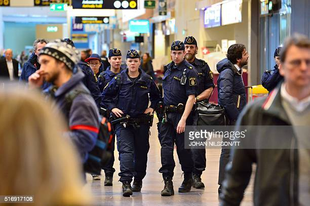 Swedish policeman survey Arlanda airport outside Stockholm on March 22 after Brussels attacks / AFP / TT NEWS AGENCY / Johan Nilsson/TT / Sweden OUT