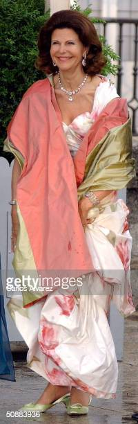 Swedish Queen Silvia arrives to attend a gala dinner at El Pardo Royal Palace May 21 2004 in Madrid Spanish Crown Prince Felipe de Bourbon and his...