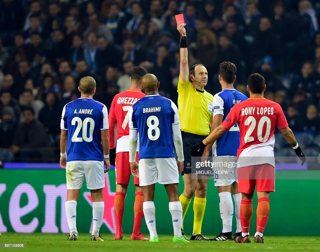 Swedish referee Jonas Eriksson shows the red card to Porto's Brazilian defender Felipe (2R) and to Monaco's French midfielder Rachid Ghezzal during their UEFA Champions League group G football match FC Porto vs Monaco at the Dragao stadium in Porto, on December 6, 2017. /
