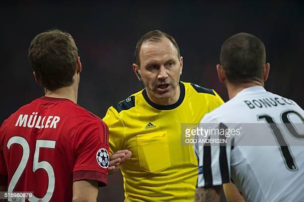 Swedish referee Jonas Eriksson talsk with Bayern Munich's midfielder Thomas Mueller and Juventus' defender from Italy Leonardo Bonucci during the...