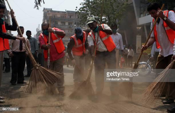 Sweeper BMC Cleanliness Drive Marathi actor Atul Parchure Assistant Municipal Commissioner Ashwin Khanolkar and local corporator Pravin Devhare clean...