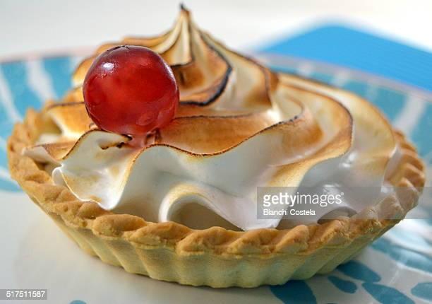 Sweet merengue tart and cream