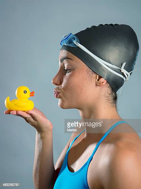 Schwimmer und Entenküken schönen