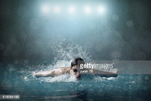 Nadador en piscina : Foto de stock