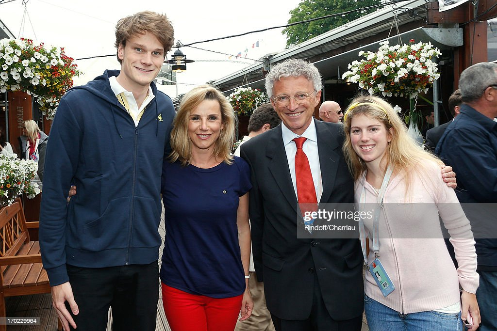 Swimmer Olympic Champion Yannick Agnel journalists Laurence Ferrari Nelson Monfort and his daughter Isaure sighting at the Roland Garros Tennis...