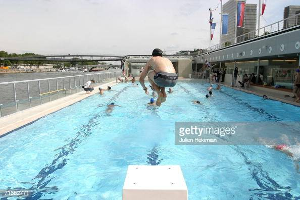 Piscine Deligny Photos Et Images De Collection Getty Images