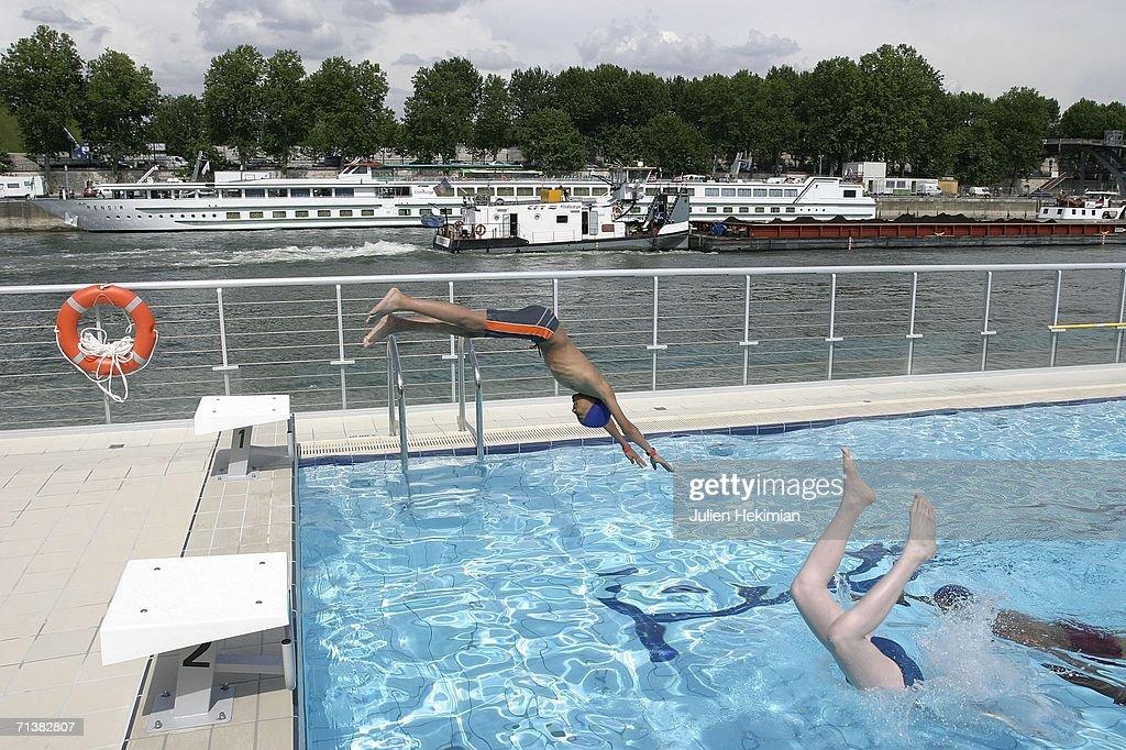 The piscine josephine baker opens on the seine getty images for Josephine baker pool
