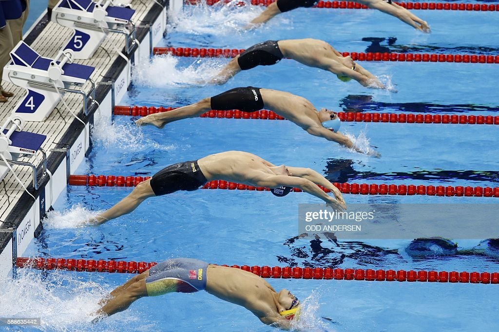 TOPSHOT - Swimmers compete in the Men's 200m Backstroke Final during the swimming event at the Rio 2016 Olympic Games at the Olympic Aquatics Stadium in Rio de Janeiro on August 11, 2016. / AFP / Odd Andersen