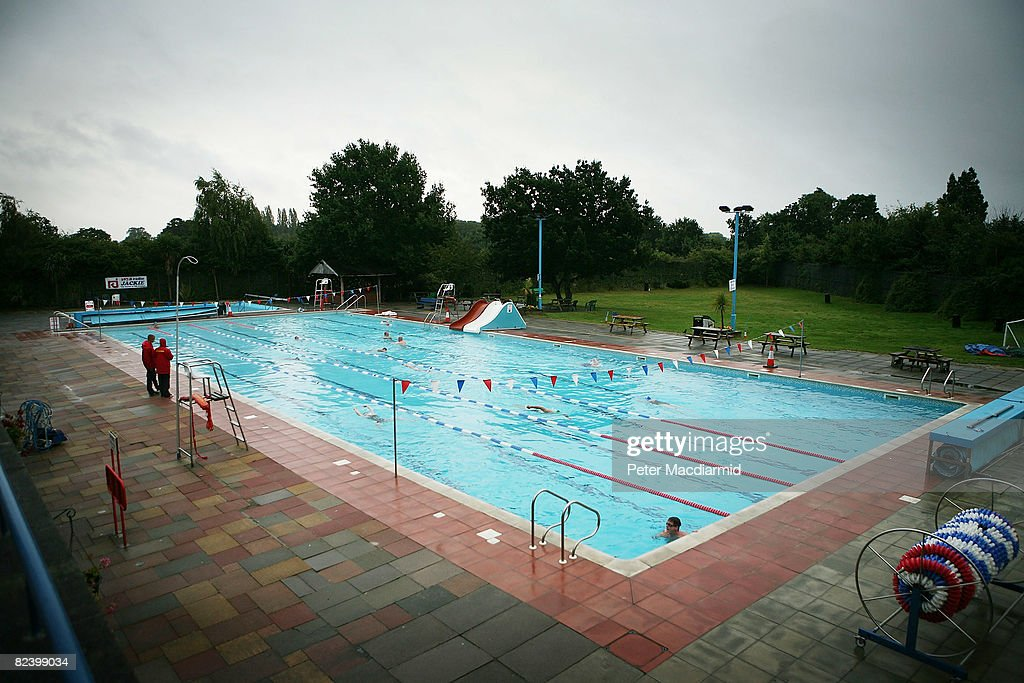 Britain 39 s open air swimming pools getty images for Outdoor pool london