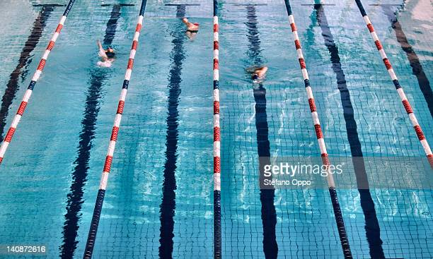 Schwimmer in den Spuren der Swimmingpool