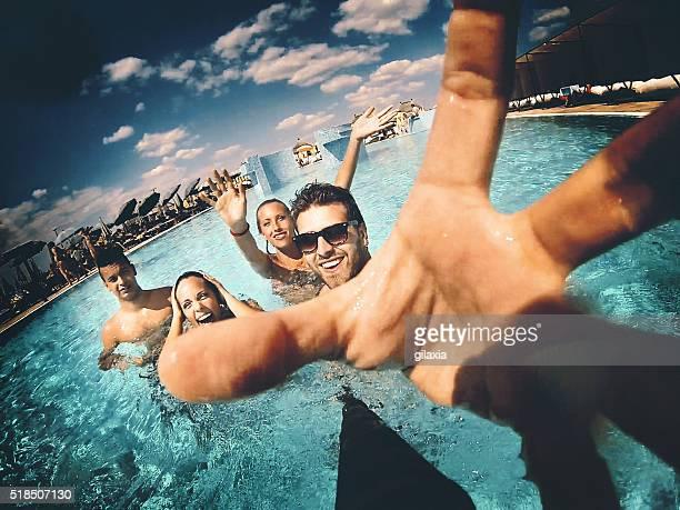 Swimmingpool selfie.