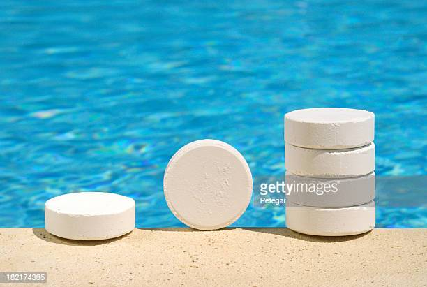 Cloro foto e immagini stock getty images for Clorinatori per piscine