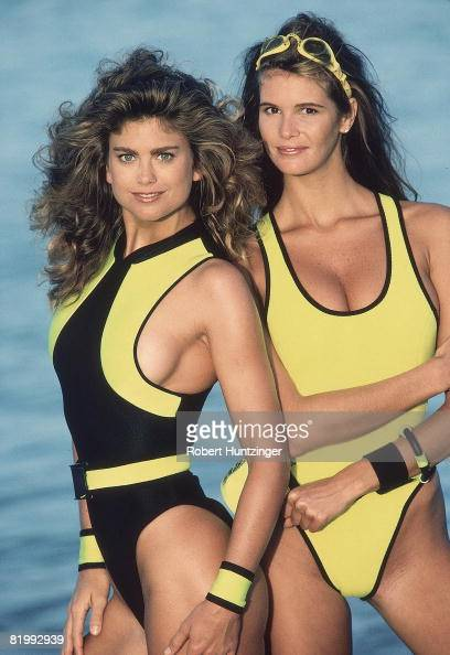 Swimsuit Issue 1990 Models Kathy Ireland and Elle Macpherson are photographed for the 1990 Sports Illustrated Swimsuit issue on January 19 1990 on...