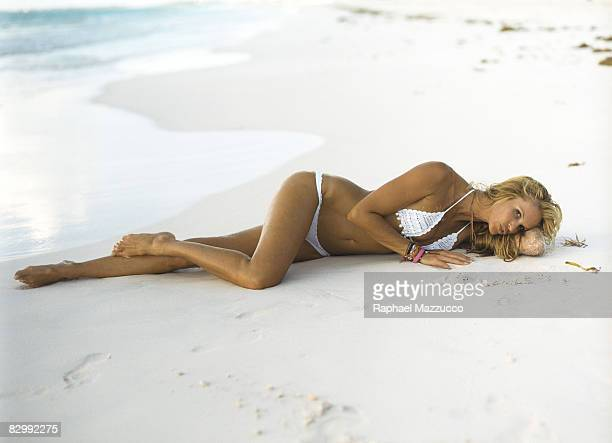 Swimsuit Issue 2006 Model Elle Macpherson poses for the 2006 Sports Illustrated swimsuit issue on July 27 2005 at Coral Sands Hotel in Harbour Island...