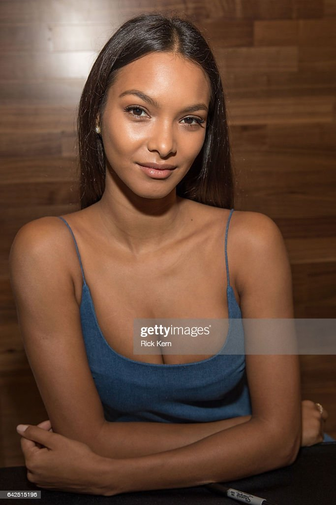 SI Swimsuit model Lais Ribeiro signs autographs during the VIBES by Sports Illustrated Swimsuit 2017 launch festival on February 17, 2017 in Houston, Texas.