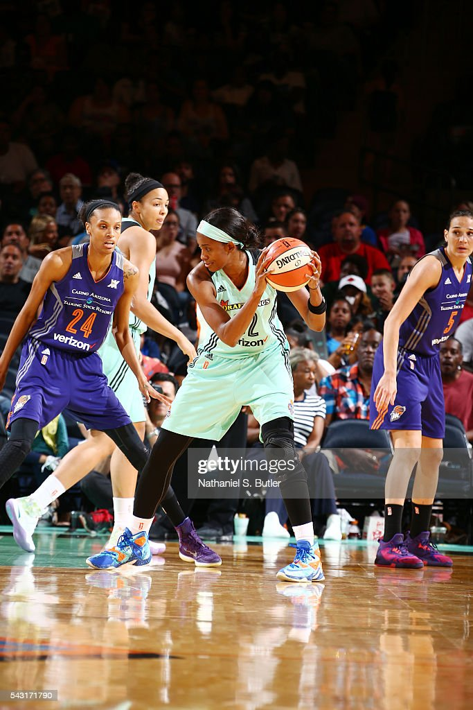 <a gi-track='captionPersonalityLinkClicked' href=/galleries/search?phrase=Swin+Cash&family=editorial&specificpeople=202486 ng-click='$event.stopPropagation()'>Swin Cash</a> #32 of the New York Liberty handles the ball against <a gi-track='captionPersonalityLinkClicked' href=/galleries/search?phrase=DeWanna+Bonner&family=editorial&specificpeople=4085058 ng-click='$event.stopPropagation()'>DeWanna Bonner</a> #24 of the Phoenix Mercury on June 26, 2016 at Madison Square Garden in New York, New York.
