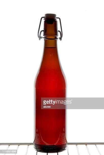 Swing-top Flasche auf einem coolen box Regal