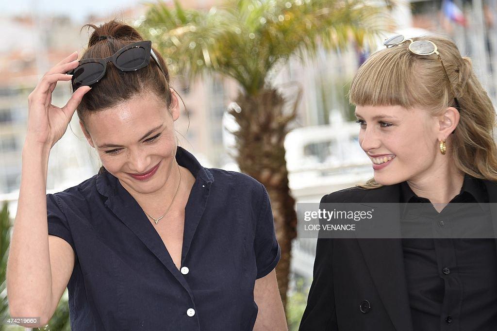 detail news photo swiss actress aomi muyock kisses danish actress klara news photo