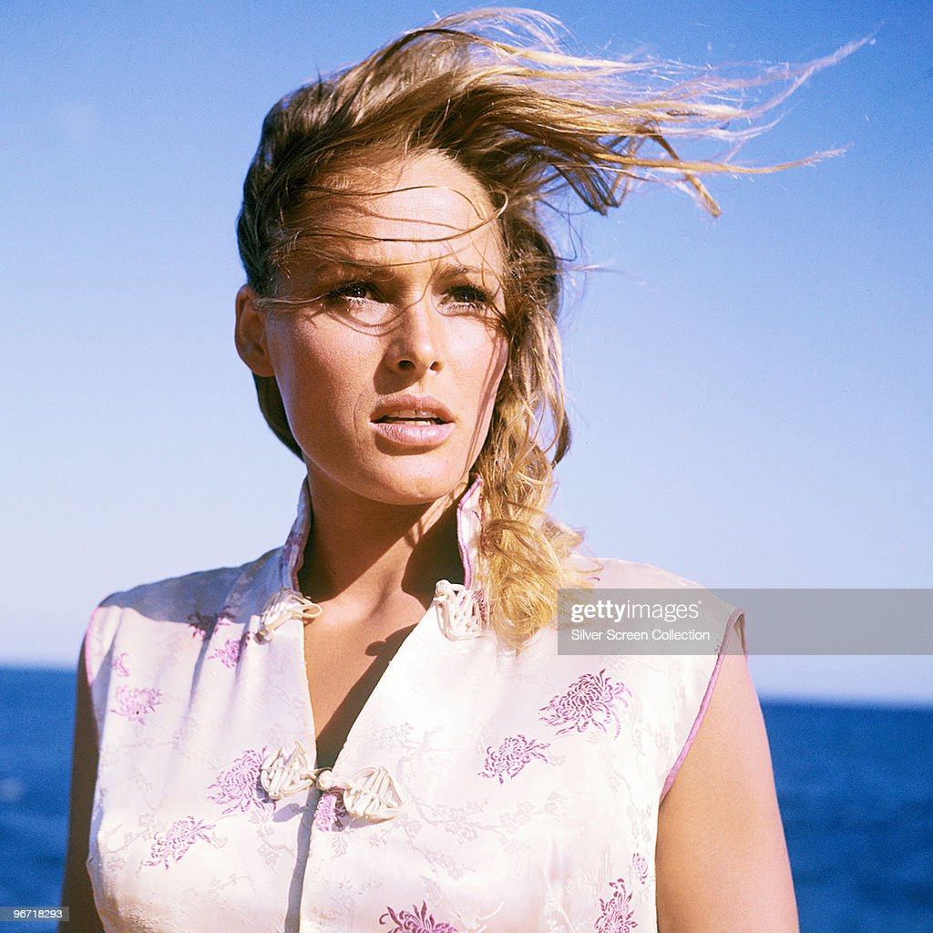 Swiss actress <a gi-track='captionPersonalityLinkClicked' href=/galleries/search?phrase=Ursula+Andress&family=editorial&specificpeople=213815 ng-click='$event.stopPropagation()'>Ursula Andress</a> as Honey Ryder in the James Bond film 'Dr. No', 1962.
