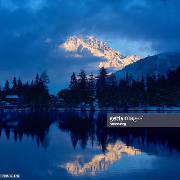 Zwitserse Alpen reflectie Champex Lake, Orsières, Zwitserland