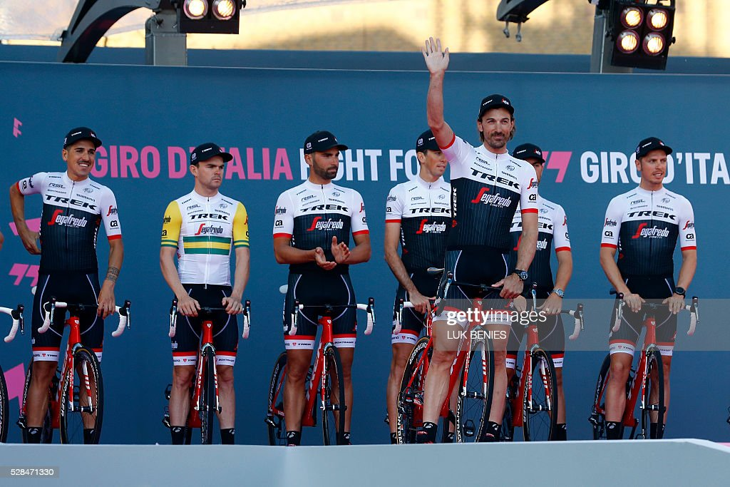 Swiss cyclist Fabian Cancellara of Trek - Segafredo (3rd R) gestures in front of his teammates during the team presentation for the 99th Giro d'Italia (Tour of Italy) on May 5, 2016 in Apeldoorn. / AFP / LUK