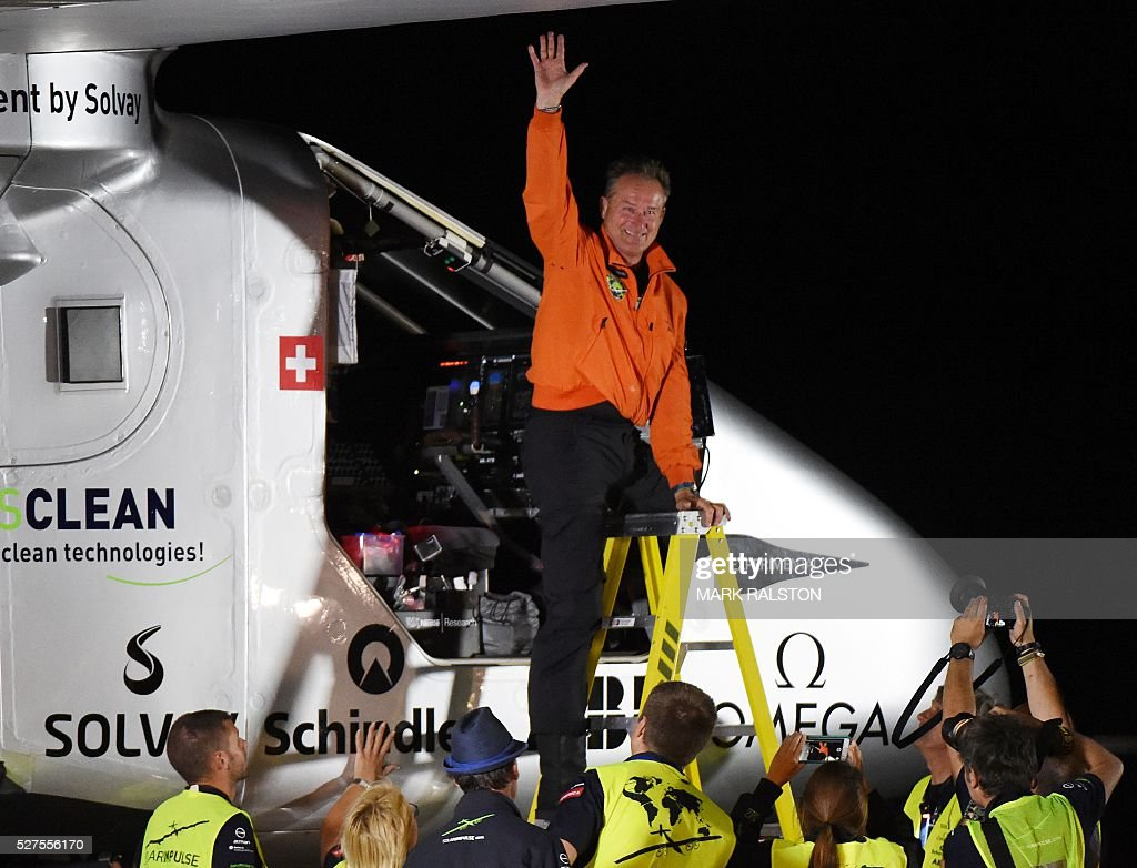 Swiss pilot Andre Borschberg emerges from the cockpit after successfully landing the Solar Impulse 2 at the Phoenix Goodyear airport in Phoenix, Arizona on May 2, 2016. Solar Impulse 2, an experimental plane flying around the world without consuming a drop of fuel, landed in Arizona, one leg closer to completing its trailblazing trip. / AFP / Mark Ralston