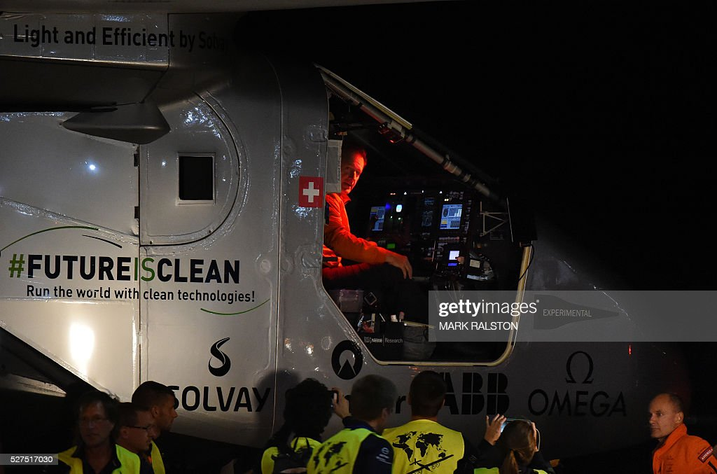 Swiss pilot Andre Borschberg is seen in the cockpit after successfully landing the Solar Impulse 2 at the Phoenix Goodyear airport in Phoenix, Arizona on May 2, 2016. Solar Impulse 2, an experimental plane flying around the world without consuming a drop of fuel, landed in Arizona, one leg closer to completing its trailblazing trip. / AFP / Mark Ralston