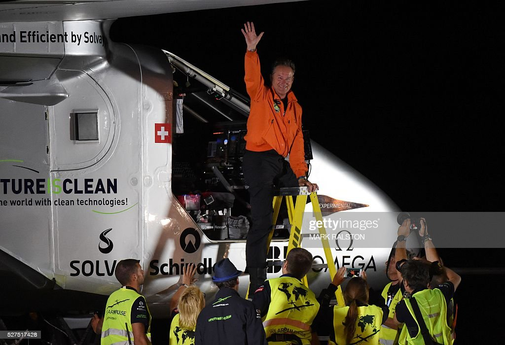 Swiss pilot Andre Borschberg leaves the cockpit after successfully landing the Solar Impulse 2 at the Phoenix Goodyear airport in Phoenix, Arizona on May 2, 2016. Solar Impulse 2, an experimental plane flying around the world without consuming a drop of fuel, landed in Arizona, one leg closer to completing its trailblazing trip. / AFP / Mark Ralston