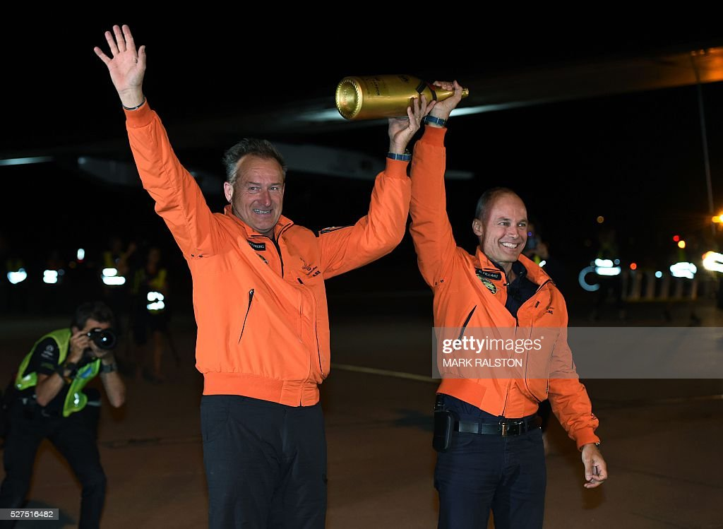 Swiss pilots Andre Borschberg (L) and Bertrand Piccard celebrate after Borschberg successfully landed the Solar Impulse 2 at the Phoenix Goodyear Airport in Phoenix, Arizona on May 2, 2016 Solar Impulse 2, an experimental plane flying around the world without consuming a drop of fuel, landed in Arizona, one leg closer to completing its trailblazing trip. / AFP / Mark Ralston