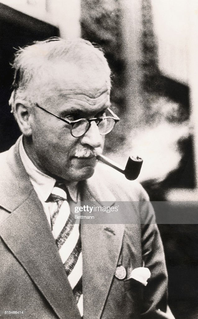 a biography of carl jung a swiss psychiatrist and psychotherapist Swiss psychotherapist & psychiatrist,  man and his symbols by carl gustav jung: 1875-1961, swiss psychotherapist  (171) biography (627) carl jung (221.