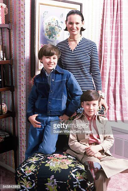 Swissborn socialite Gloria Vanderbilt poses with her two sons Anderson Cooper and Carter Vanderbilt Cooper in their apartment in the UN Towers New...