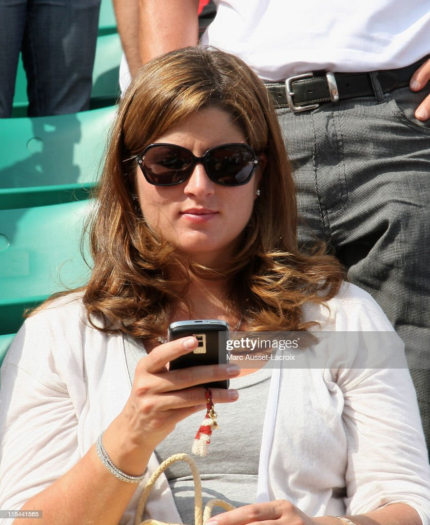 Swiss's Roger Federer pregnant girlfriend Mirka Vavrinec attend the French Tennis Open at Roland Garros arena on May 25, 2009 in Paris, France.