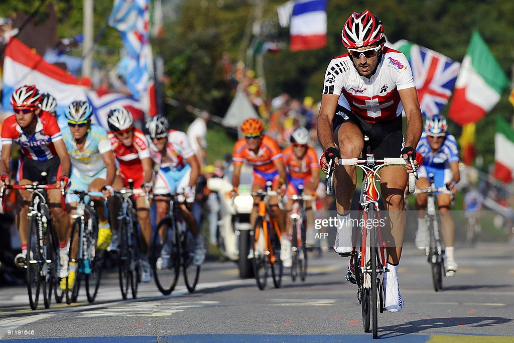 Switzerland's Cancellara rides during the elite men's road race of the UCI cycling road World Championships on September 27, 2009 in Mendrisio, southern of Switzerland. Austrlia's Cadel Evans won ahead of Russia's Alexandr Kolobnev and Spain's Joaquin Rodriguez. AFP PHOTO / POOL/ GABRIELE PUTZU