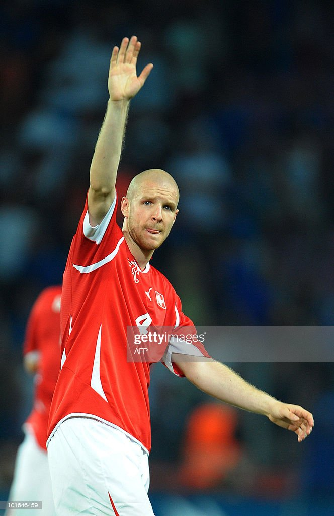 Switzerland's Philippe Senderos waves to the fans at the end of the WC2010 friendly football match Switzerland vs Italy at Geneva's stadium on June 5, 2010 ahead of the FIFA 2010 World Cup held in South Africa.