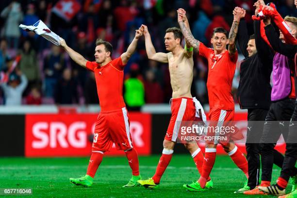 Switzerland's squad with forward Xherdan Shaqiri defender Stephan Lichtsteiner and midfielder Steven Zuber celebrate their victory at the end FIFA...