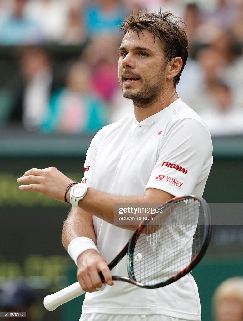 Switzerland's Stan Wawrinka reacts after losing a point to Argentina's Juan Martin del Potro during their men's singles second round match on the fifth day of the 2016 Wimbledon Championships at The All England Lawn Tennis Club in Wimbledon, southwest London, on July 1, 2016. / AFP / ADRIAN