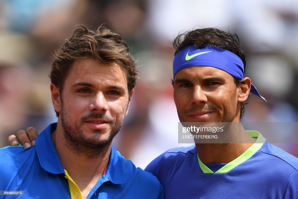 Switzerland's Stanislas Wawrinka (L) and Spain's Rafael Nadal pose before their final tennis match at the Roland Garros 2017 French Open on June 11, 2017 in Paris. / AFP PHOTO / Eric FEFERBERG