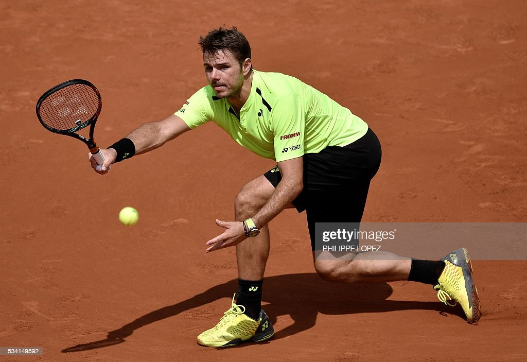 Switzerland's Stanislas Wawrinka celebrates after winning his men's second round match against Japan's Taro Daniel at the Roland Garros 2016 French Tennis Open in Paris on May 25, 2016. / AFP / PHILIPPE