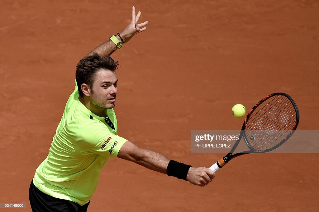Switzerland's Stanislas Wawrinka returns the ball to Japan's Taro Daniel during his men's second round match at the Roland Garros 2016 French Tennis Open in Paris on May 25, 2016. / AFP / PHILIPPE