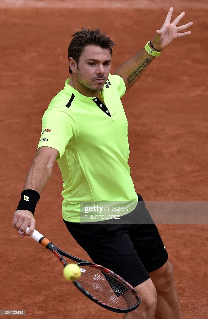 Switzerland's Stanislas Wawrinka returns the ball to Japan's Taro Daniel during their men's second round match at the Roland Garros 2016 French Tennis Open in Paris on May 25, 2016. / AFP / PHILIPPE