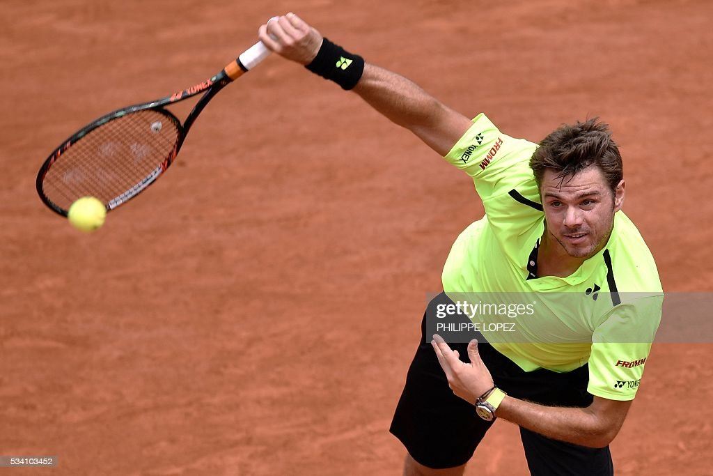 Switzerland's Stanislas Wawrinka serves the ball to Japan's Taro Daniel during their men's second round match at the Roland Garros 2016 French Tennis Open in Paris on May 25, 2016. / AFP / PHILIPPE